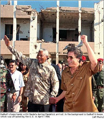 Nelson Mandela et Mouammar Kadhafi