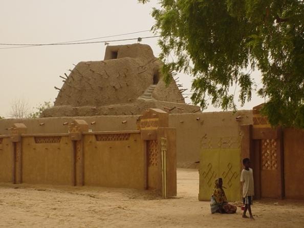 Le Mali se meurt: baltringues, pleutres, voyous et hypocrites se taisent