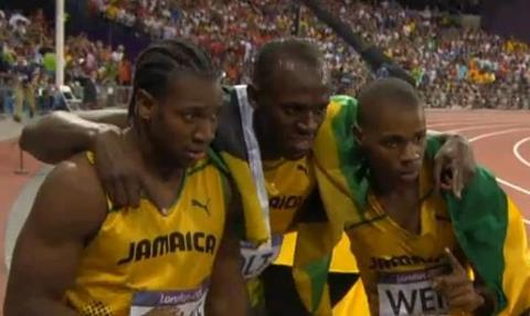 Usain Bolt (centre) , Yohan Blake (gauche) et Warren Weir (droite)