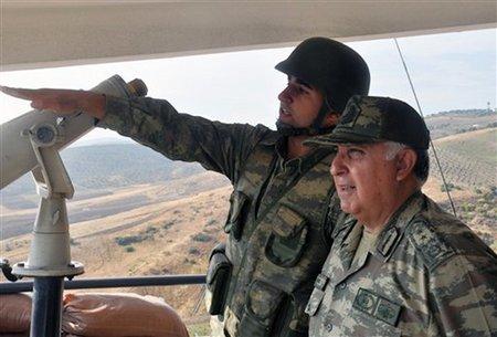 Necdet Ozel (à droite), chef d'état major de l'armée turque
