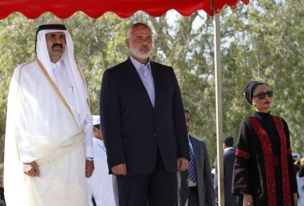 Le cheikh Hamad ben Khalifa al-Thani (g) et  Ismaïl Haniyeh