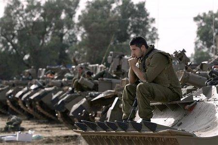 Soldats israéliens près de la frontière avec la bande de Gaza