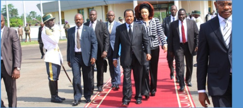 Paul Biya quittant Yaoundé pour Paris ce matin