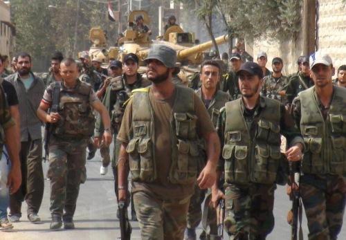 Eléments de l'armée syrienne entrant à Raqqa