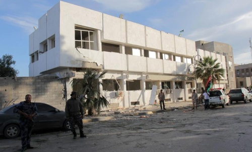 Devanture du poste après l'explosion