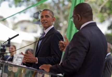 Barack Obama et Macky Sall (de dos), au palais présidentiel à Dakar