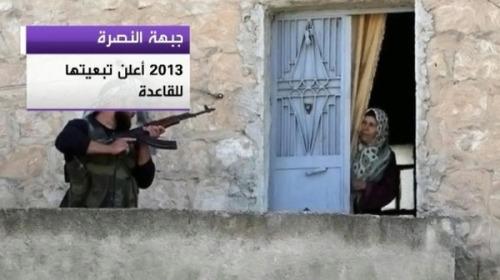 Combattant d'Al-Nosra arrivant devant une maison à Raqqah