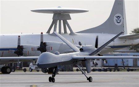 Drone et avion radar Awacs américains