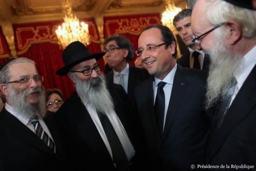 François Hollande, hier, à l'Elysée, avec des membres du CRIF