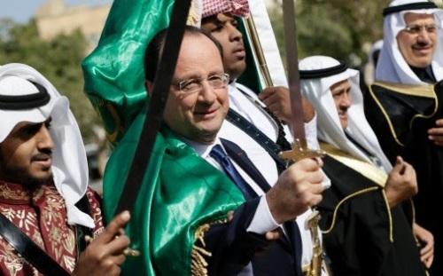 Hollande et son sabre en Arabie