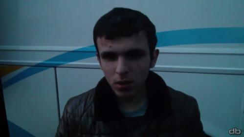 Jeune homme terrorisé par les nazis ukrainiens