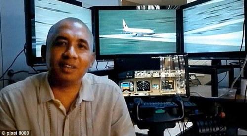 Zaharie Ahmad Shah dans un simulateur de vol