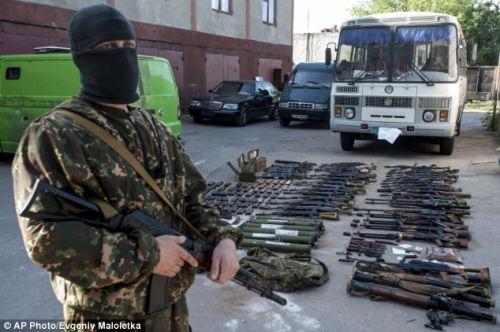 Armes saiszies après l'attaque des pro-russe à