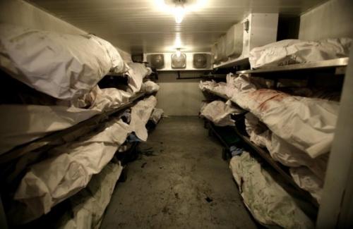 Cadavres dans une morgue près de Slaviansk