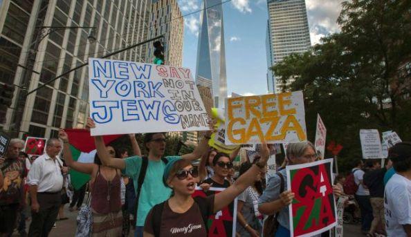 Manifestants pro-palestiniens à New York (Times Square), hier