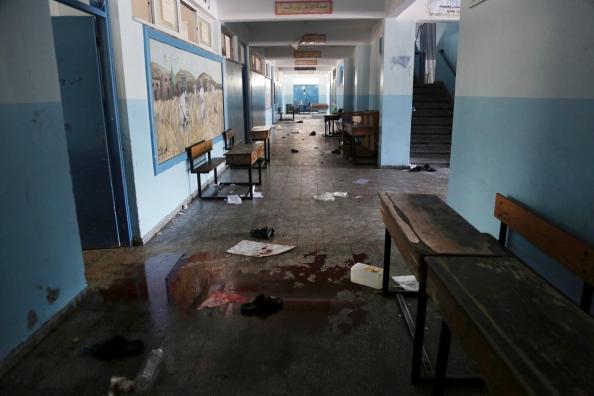 Intérieur de l'école après le bombardement