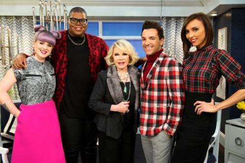 """Joan Rivers (au centre), avec les autres acteurs de """"Fashion Police"""""""