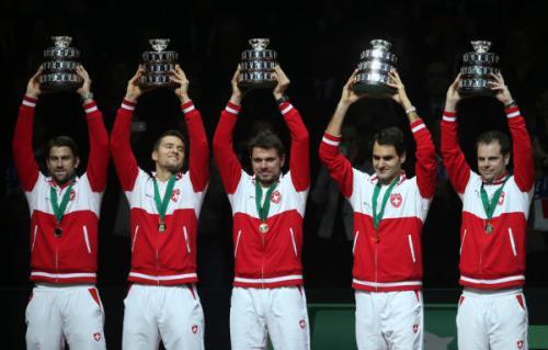 Equipe suisse: de gauche à droite, Michael Lammer, Marco Chiudinelli, Stanislas Wawrinka, Roger Federer et le coach Severin Luthi.