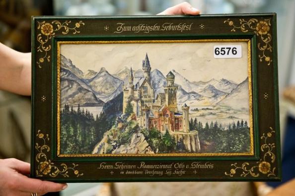 La toile représentant le château de Neuschwanstein en Bavière, un édifice construit par le roi Louis II, était l'oeuvre la plus chère. (Dimanche 21 juin 2015)  Image: Keystone