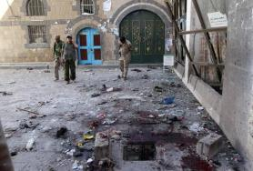 Yemeni Huthi rebels check the Balili mosque in the capital Sanaa, following an explosion on September 24, 2015 on the first day of Eid al-Adha, the Feast of the Sacrifice, the most important holiday of the Islamic calendar.  A suicide bomber struck a mosque in Yemen's capital in an attack targeting Shiite worshippers that killed at least 25 people and wounded dozens during holiday prayers, medics and witnesses said. AFP PHOTO / MOHAMMED HUWAIS